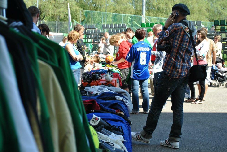 A. Le Coq Arena laat aitab Vormsi koolil staadionile väravad soetada