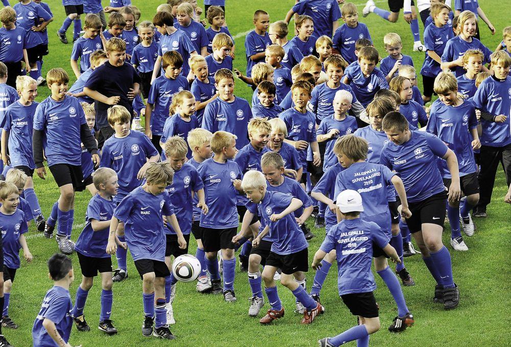 Pühapäeval pakutakse jalgpallirõõmu 150 turva- ja asenduskodu lapsele