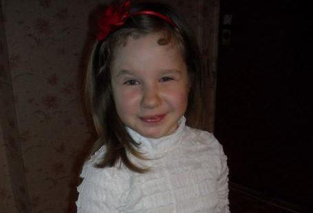 9-aastane Britt Hedlyn sai Lastefondi abiga endale uued proteesid