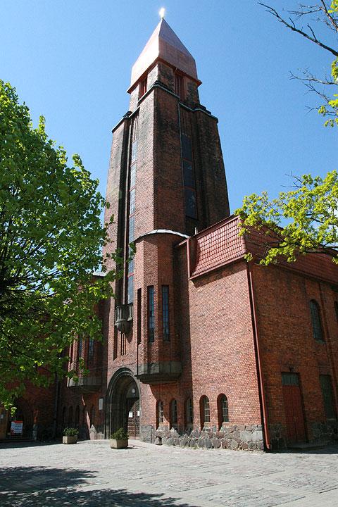 Tartu Pauluse kirik soovib annetuste toel torni risti üle kullata