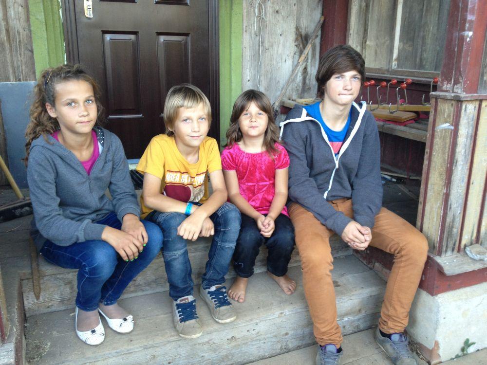 """""""Kodutunne"""" aitab 15aastast poissi, kes on võtnud vastutuse viielapselise pere heaolu eest oma õlgadele"""