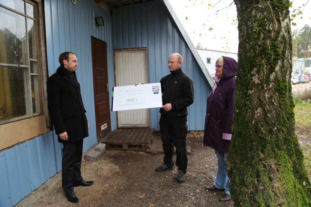 Heategevusliku koertenäituse tulud jõudsid Haapsalu koduta loomade varjupaika