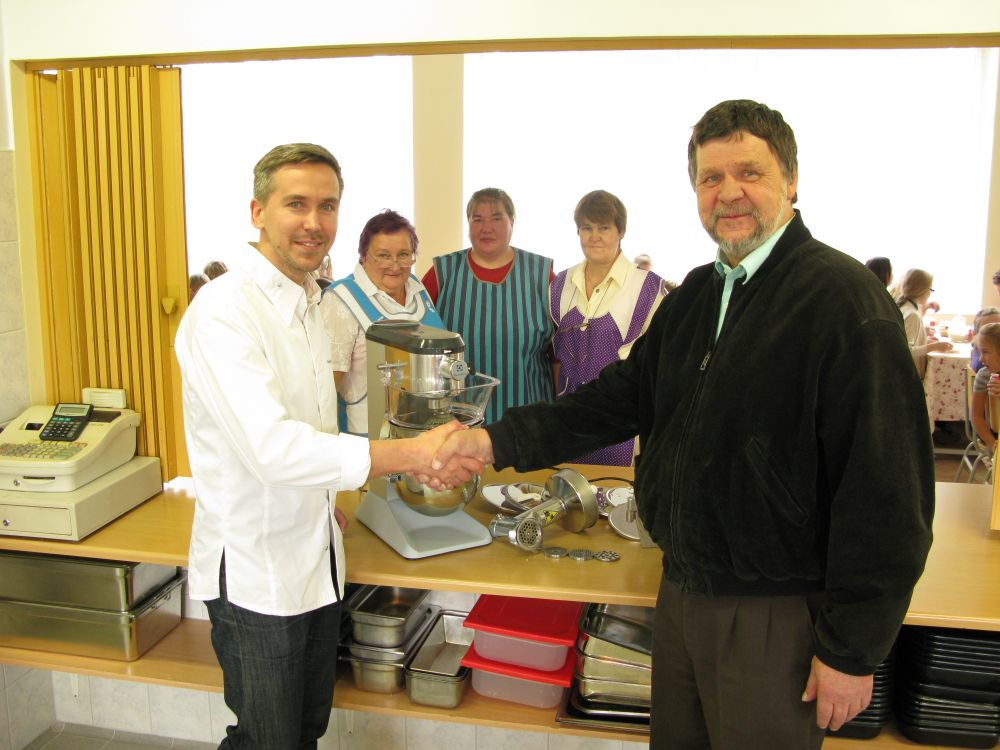 Lauka põhikool sai Chefs Cup'i abiga täienduse koolisöökla seadmete parki
