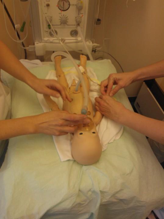 Pelgulinna sünnitusmajal on nüüd vastsündinute elustamise harjutamiseks simulaatornukk