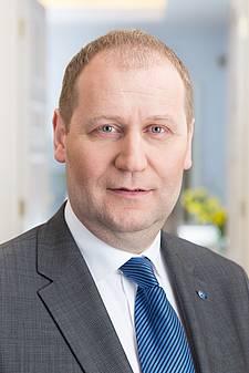 Urmas Kruuse on Eesti Vabariigi minister, kes vastutab tervise- ja töövaldkonna eest, alates 26. märtsist 2014. Ta kuulub Eesti Reformierakonda.