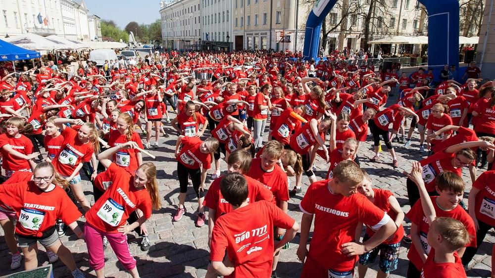 9400 last jookseb 20 linnas Teatejooksul heategevuse nimel