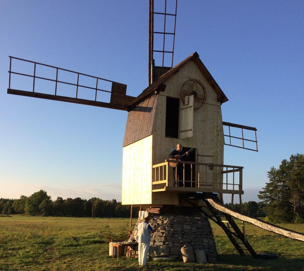 Renoveeritud Ilaste tuulik Saaremaal