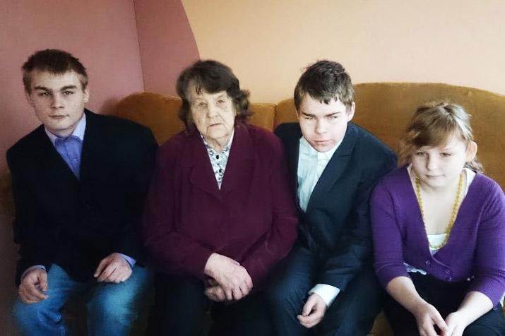 AITA SINAGI_Lastefond_Toeta üksinda kolme raskelt haiget lapselast kasvatava vanaema Heldilat