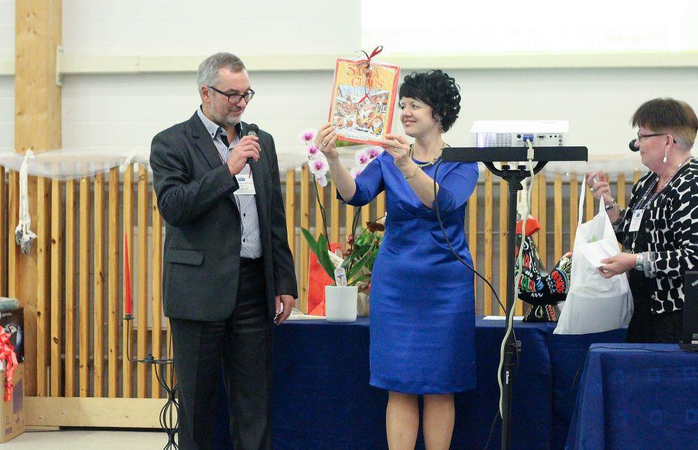 FOTOD! Prantsuse Lütseumi abituriendid tegid sõbrapäeva kingituse Heleni koolile
