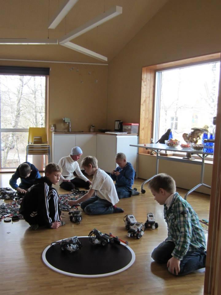 Põnevat avastamist pakkus lastele ka SUMO robotite töötuba Foto allikas: Lastefond