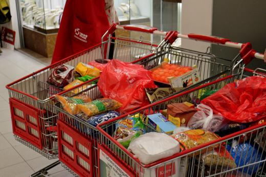 AITAME TOITU KOGUDA! Vabatahtlikud kogunevad Toidupanga toidukogumispäevadele