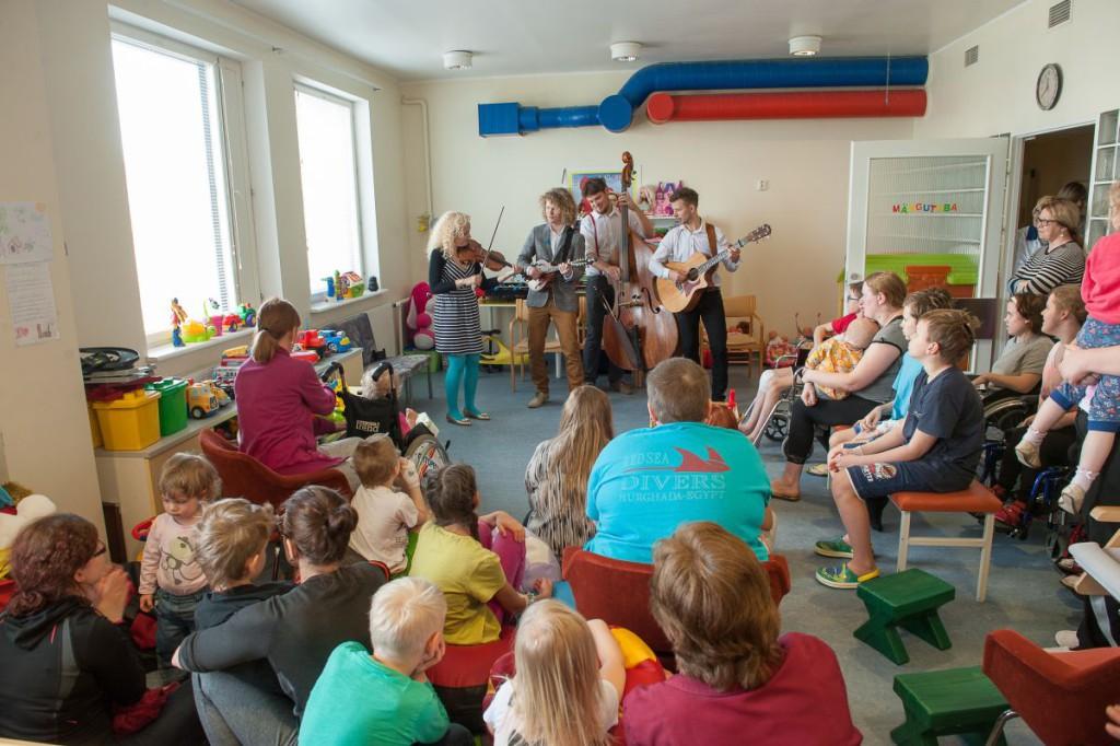 Tallinna Lastehaigla: pillimäng viib väikeste patsientide muremõtted eemale
