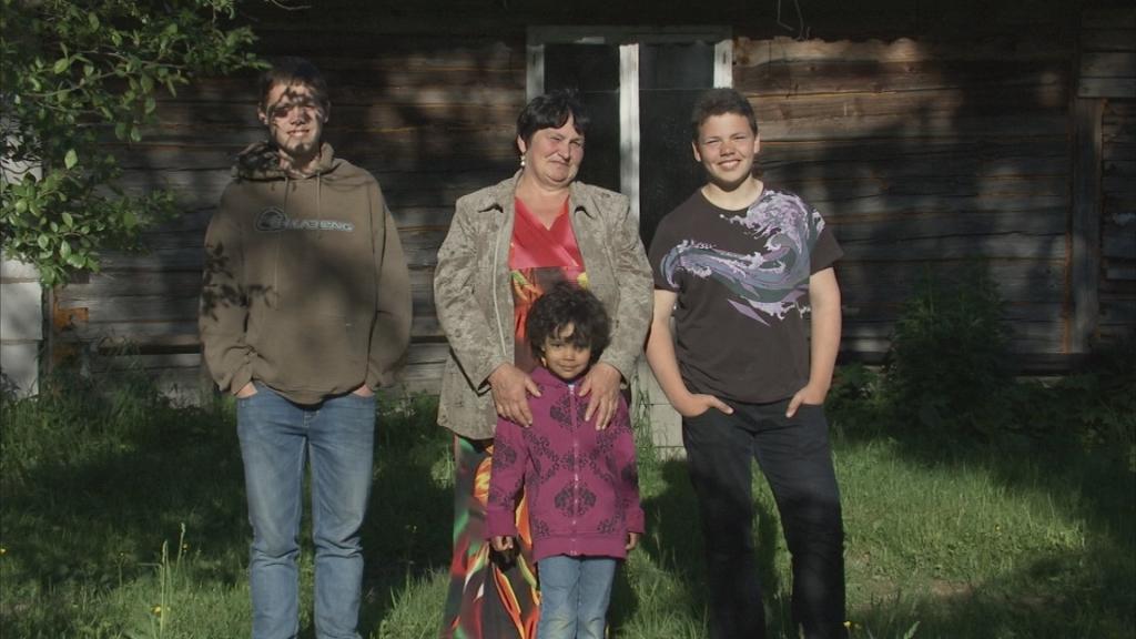 """HEADE INIMESTE ABIGA! Kanal 2 """"Kodutunne"""" renoveerib täna lapselapsi kasvatava vanaema kodu"""