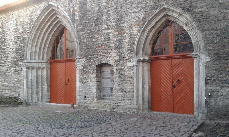 """HEA UUDIS! Heategevusliku kontserdisarjaga """"Ukse hinged helisema"""" sai Katariina kirik endale renoveeritud peauksed"""
