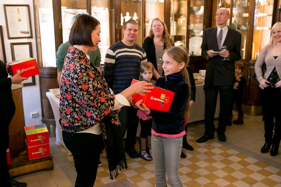 7000 TERVISETOODET! Apotheka külastajad annetasid suurperedele üle 7000 tervisetoote