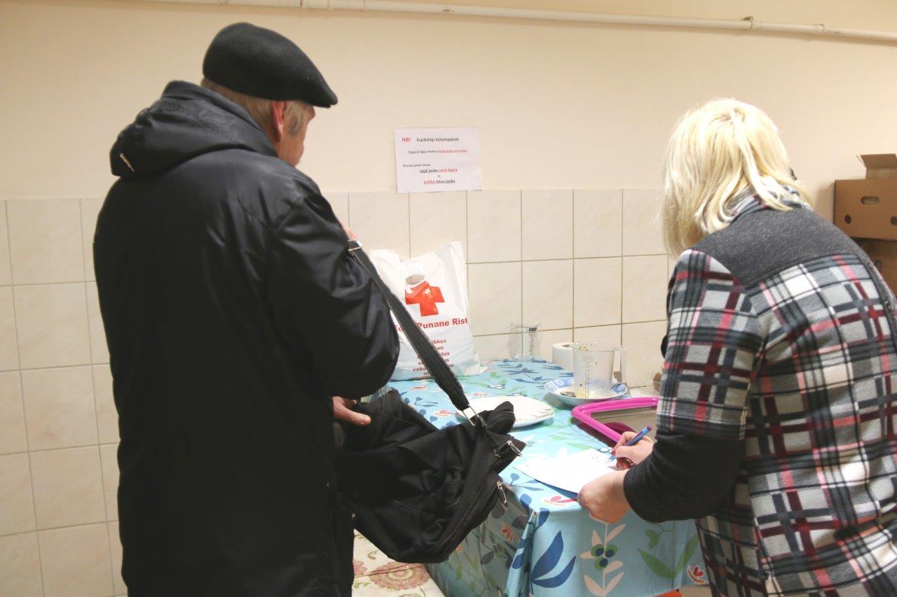 Abipakid Punase Risti supiköögi külastajatele (4)
