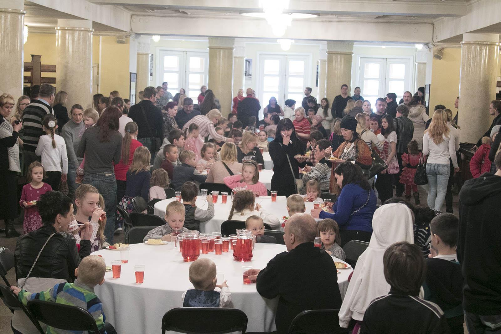 LIHAVÕTTEJÄNKU PIDU! Estonia kontserdisaalis toimus Lihavõttejänku pidu vähekindlustatud peredele