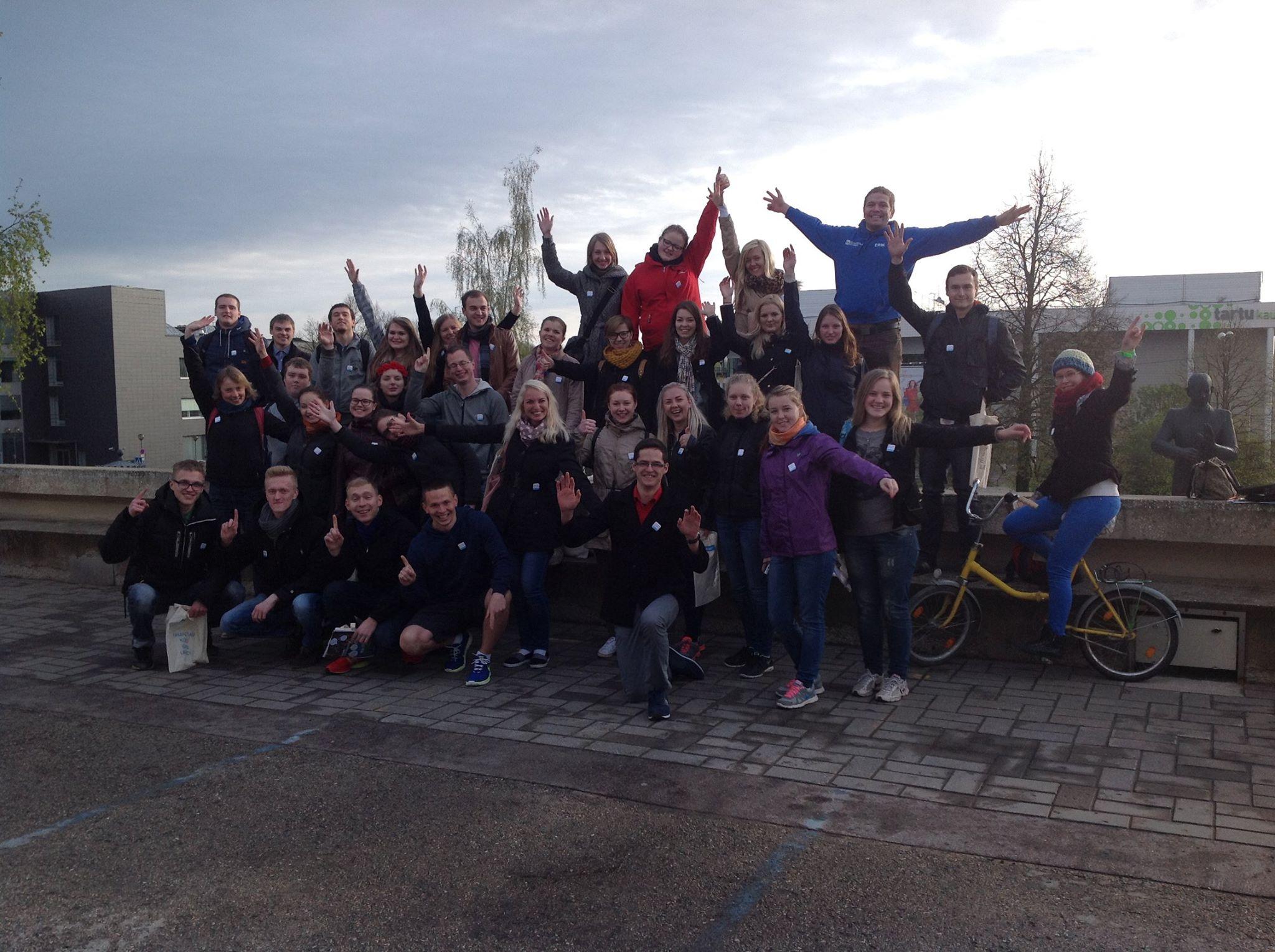 SOS LASTEKÜLA! Tudengid kogusid ukselt uksele koputades SOS Lastekülale 40 000 eurot