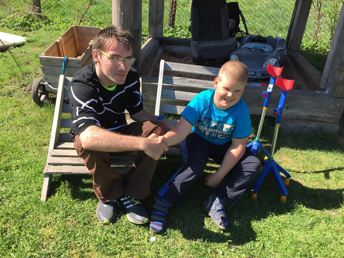 TOETA SINAGI! Sügava puudega Jan saab annetajate toel iga päevaga liikuvamaks