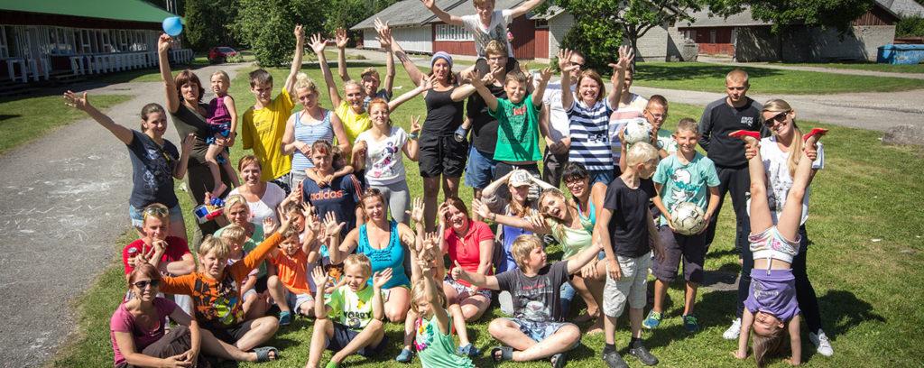 Lasteküla noorte suvelaagris korraldatud maastikumäng