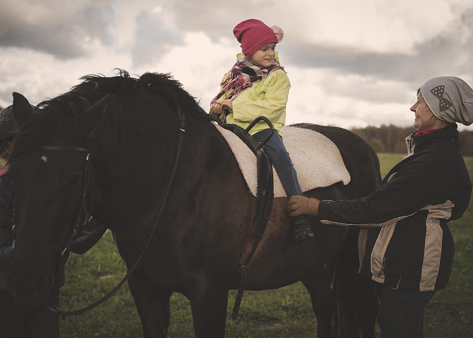 Lastefond asus toetama veel kolme lapse ratsutamisteraapiat