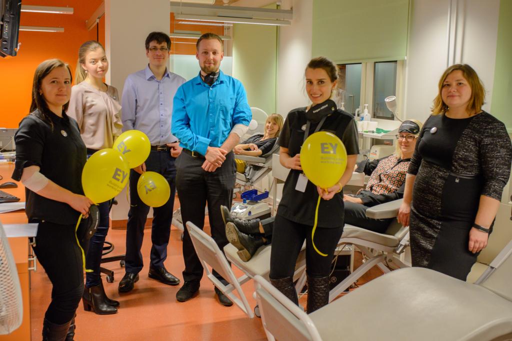 GoodNews kiidab! Ärikonsultatsiooni- ja audiitorfirma EY töötajad annavad 25. juubeliaasta puhul verd