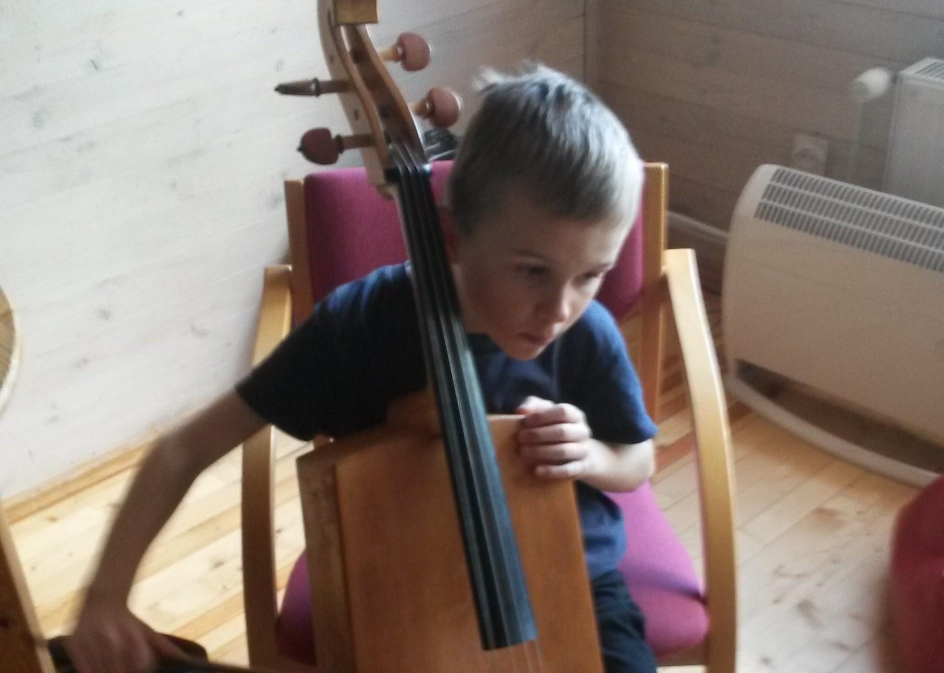 Aitäh headele inimestele! Lastefond toetab taas autistliku Jaagu muusikateraapiat