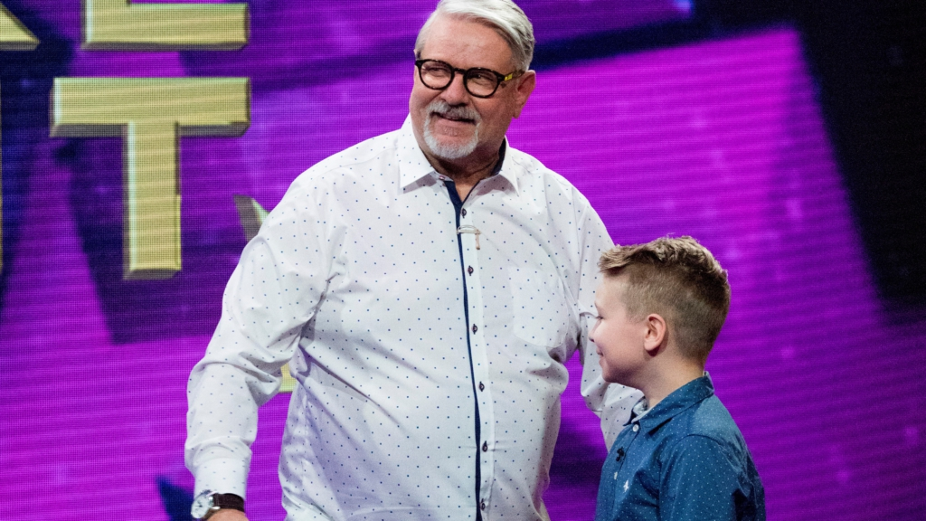 """""""Suure tähe väike täht"""" võitnud Harry Kõrvits koos lapselapsega tegid annetuse jääkarude heaks"""