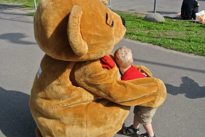 Lastefond toetab 3-aastane Kaareli, 4-aastase Fredi ja 7-aastase Lisete ratsutamisteraapiat