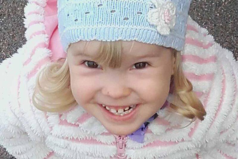 Liikumispuudega väike Maria saab heade inimeste toel vajalikud ortoosid ning ortopeedilised jalatsid