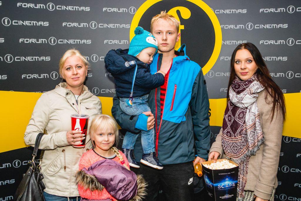 FOTOD! Paljulapseliste perede koolivaheaeg algas suurperedele ühise lõbusa kinokülastusega