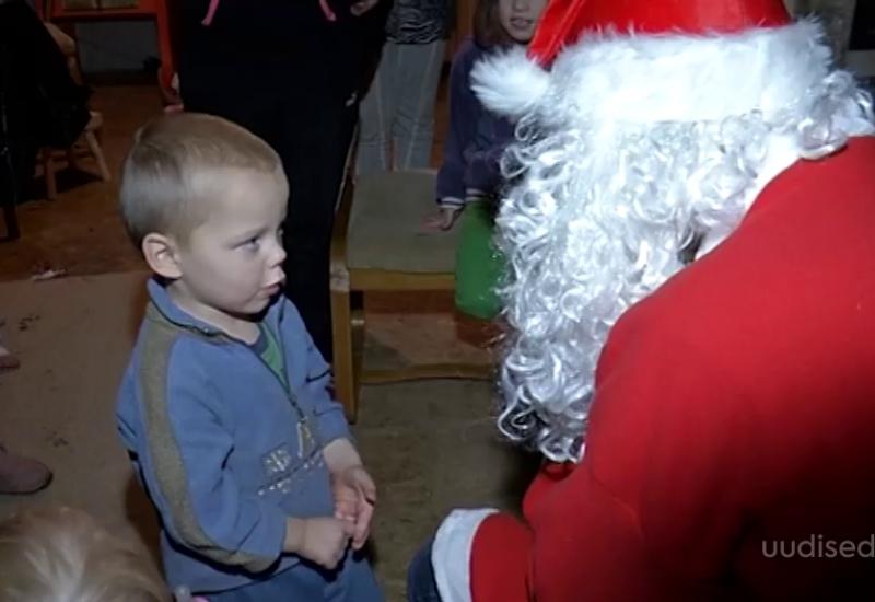 VIDEO! Viljandimaa noormees toob suurperedele jõulurõõmu