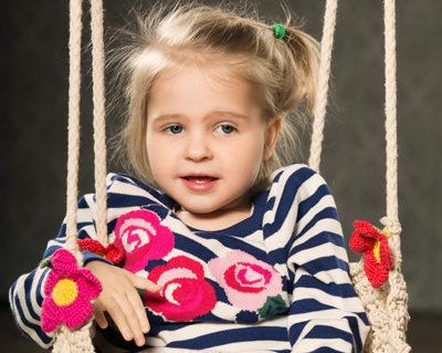 Julgus elada! Tõnis Niinemets veab eest talk-show stiilis arutelu 7-aastase haruldase Rett sündroomiga Elly perega