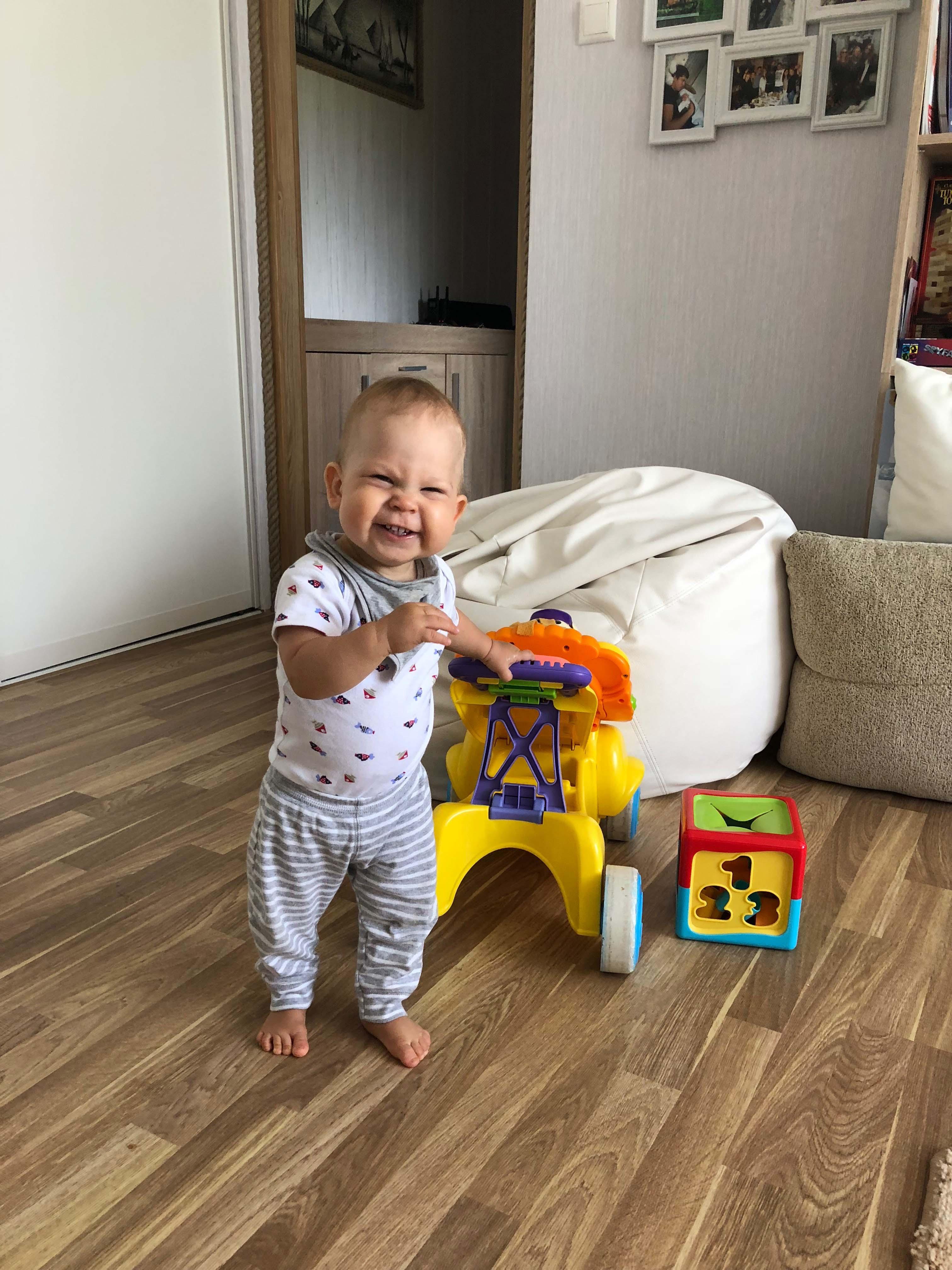 Palun aita! Üheteist kuu vanune Steven vajab annetajate abi ajuoperatsiooniks Prantsusmaal