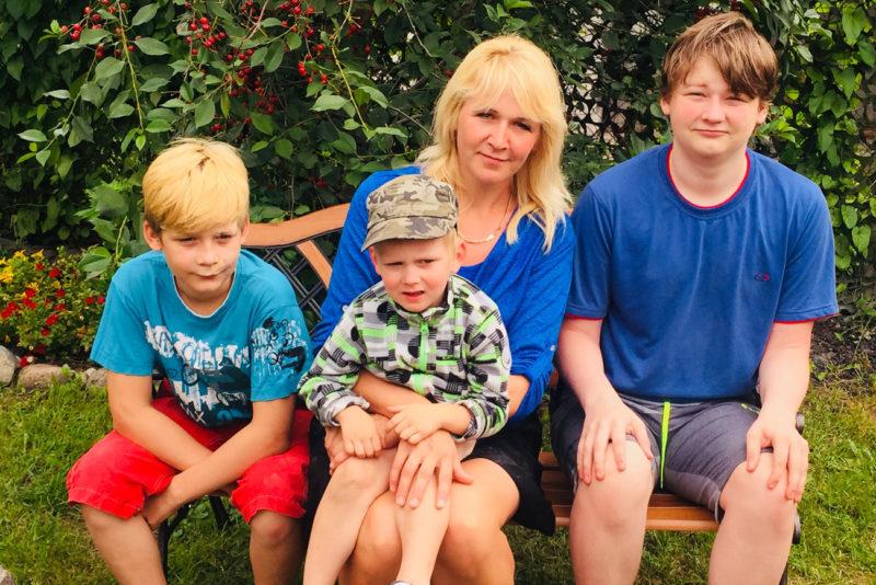 """VIDEO! """"Kodutunne"""" aitab kolme poega kasvatavat üksikema"""