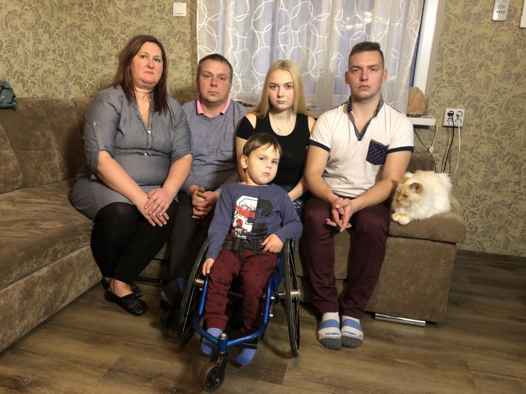 """VIDEO! """"Inglite aeg"""": seljaajukasvajaga 4-aastane Johannes vajab kodu kohandamist ratastooli jaoks"""
