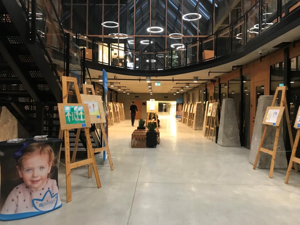 """Lutheri Masinasaalis on avatud SOS Lasteküla laste joonistuste näitus """"Sa oled mu sõber iga päev"""""""