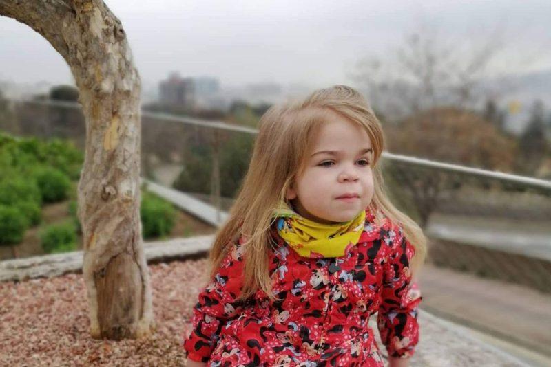 Haruldase haigusega tüdruk sõitis Lastefondi toel uuringutele