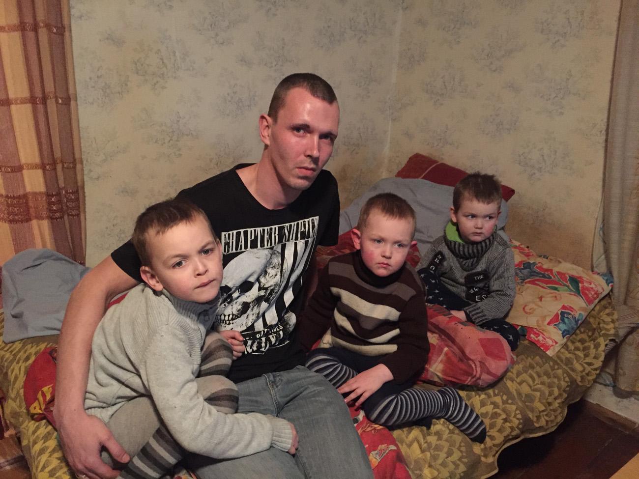 """VIDEO! """"Kodutunne"""" aitab kolme pojaga üksikisa"""