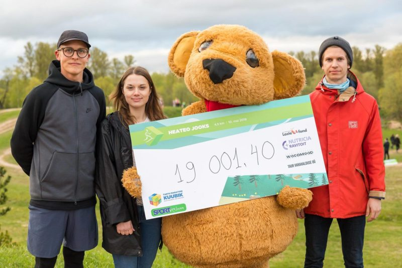 Koguti 19 001 eurot! Tähtvere spordiparki kogunes Tartus 2010 inimest, et aidata väikest Olegi!
