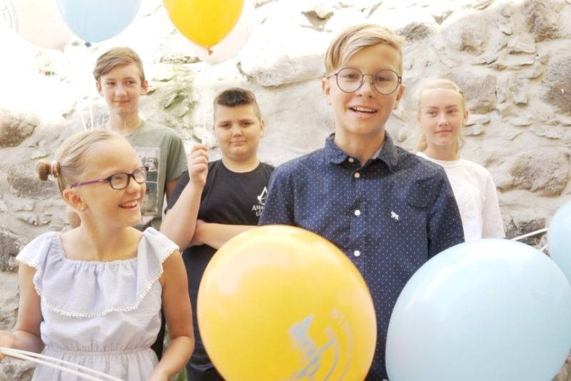 Hooandja: ostame lauajalgpalli- ja koroonalauad lasterikaste perede lastele!