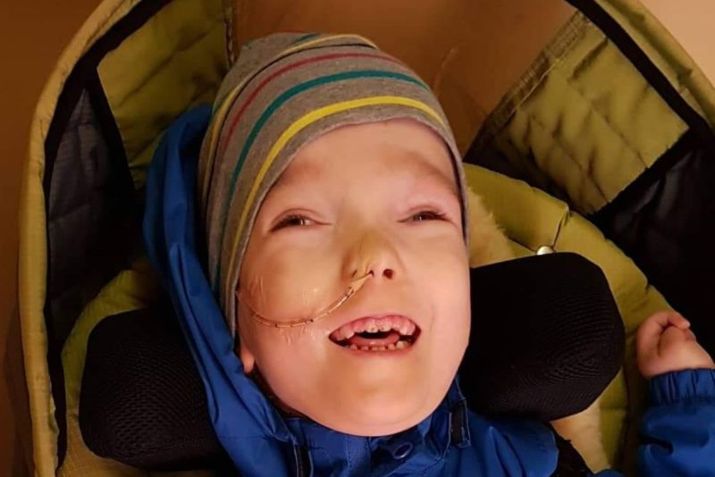 PALUN AITA SINA KA I 4-aastane Sander vajab heategijate abi elutähtsa köhimisaparaadi saamiseks
