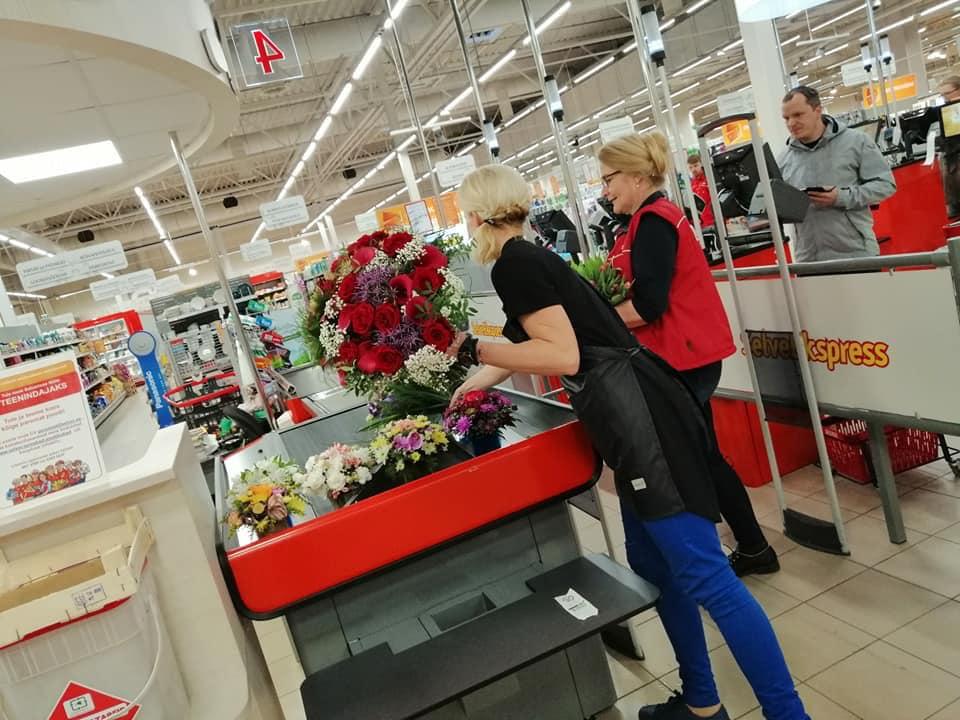 ILUS TEGU! Suletud lillekauplus kinkis lilled müüjatele