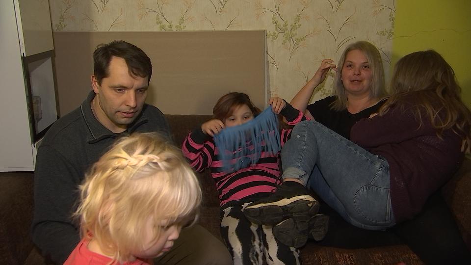 """VIDEO I Kanal 2-e heategevusliku saate """"Hingesoojus"""" hooaja viimane saade aitab neljalapselist pere"""