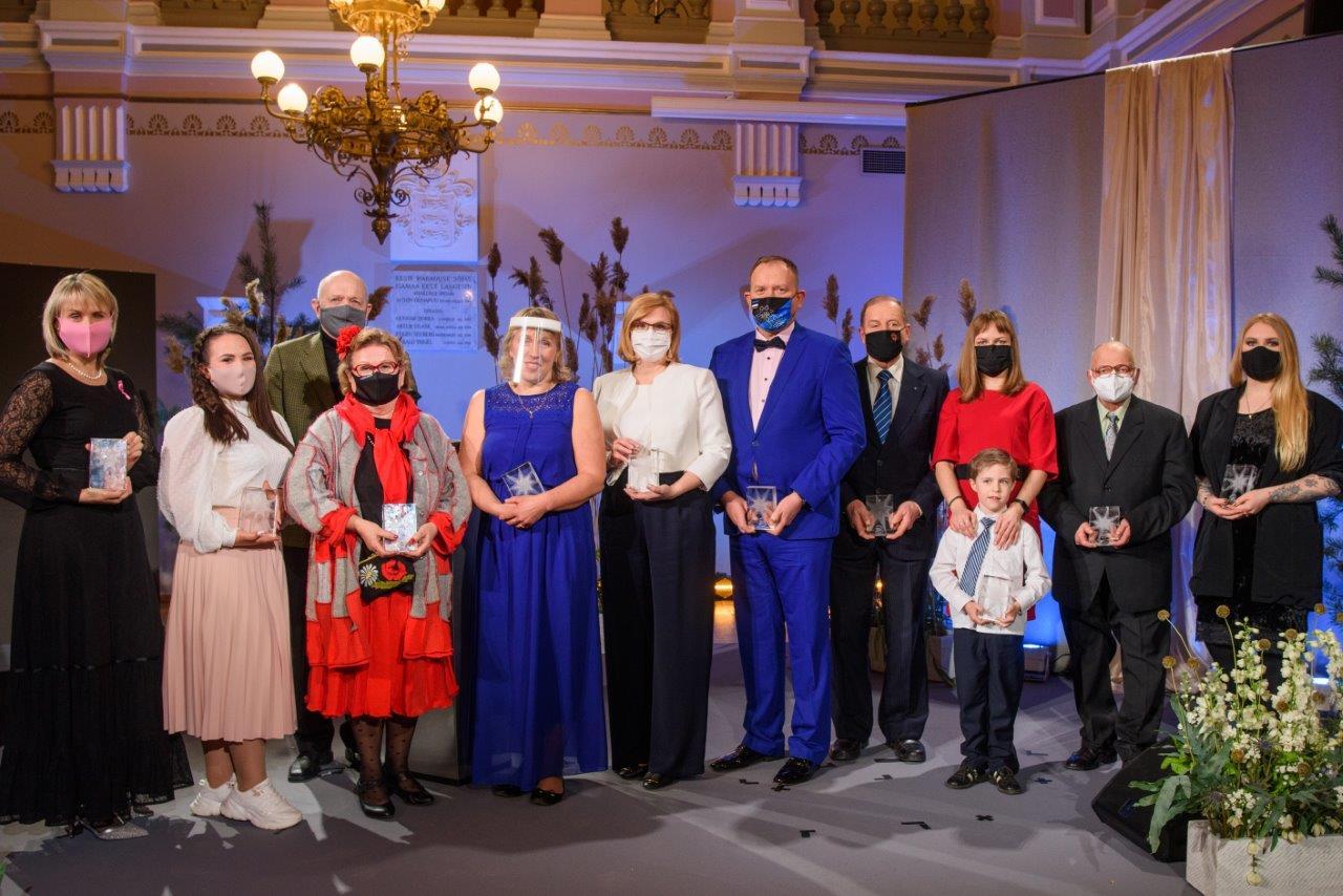 Eestimaa uhkus kangelased 2020_grupipilt laval